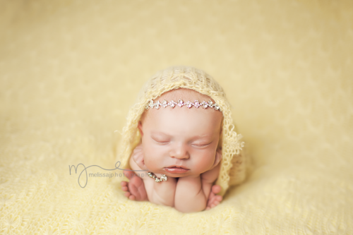 chin-in-hands-pose-with-wrap-done-by-melissa-j-photography(pp_w940_h626)