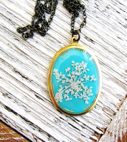 Queen-Annes-Lace-Pressed-Flower-Necklace-Blue-Background-kateemarie-1425570009